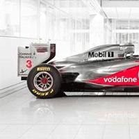 AkzoNobel becomes a full technology partner of McLaren Group