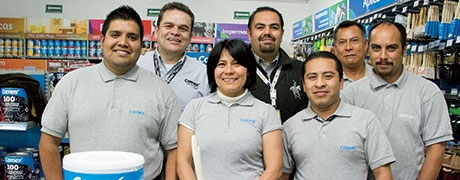Staff at PPG-Comex store in Mexico.